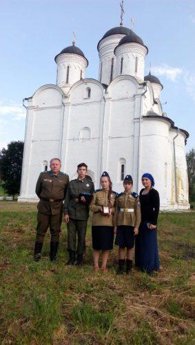 ВА_на фоне храма в Лотошино